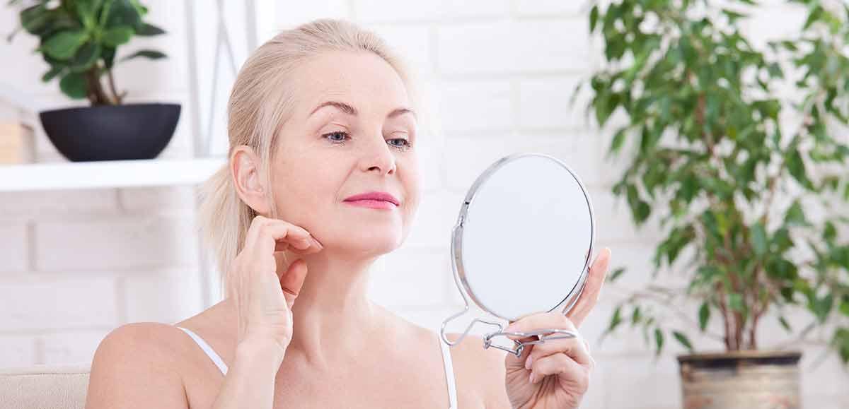 Frau am Spiegel