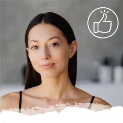 Chica sonriente por los beneficios del silicio